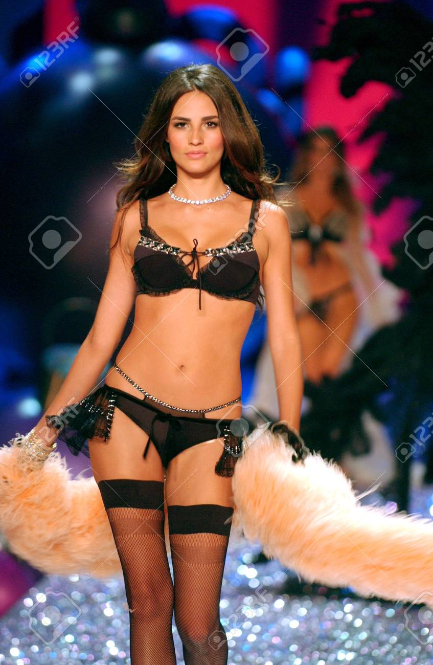 NEW YORK - NOVEMBER 9: Victoria's Secret Fashion model walks the runway during the 2010 Victoria's Secret Fashion Show on November 9, 2005 at the Lexington Armory in New York City.  Stock Photo - 18951493