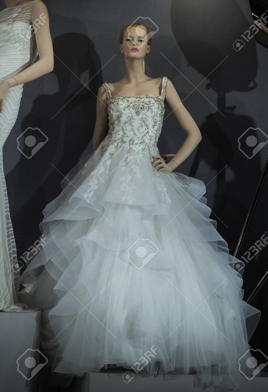 NUEVA YORK, NY - 20 De Abril: Los Vestidos Nupciales En Los ...