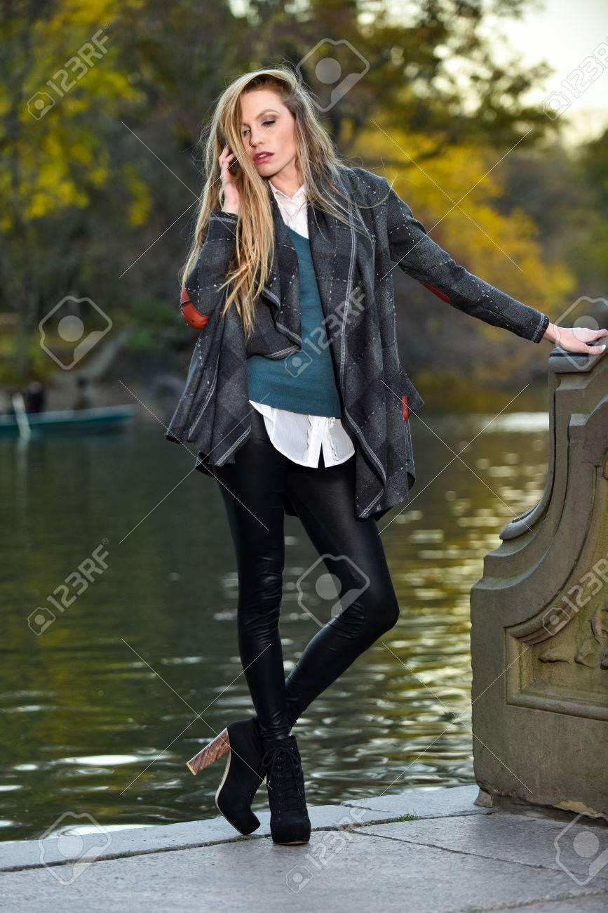 Mode Outdoor Foto Der Schönen Sinnliche Frau Mit Blonden Haaren