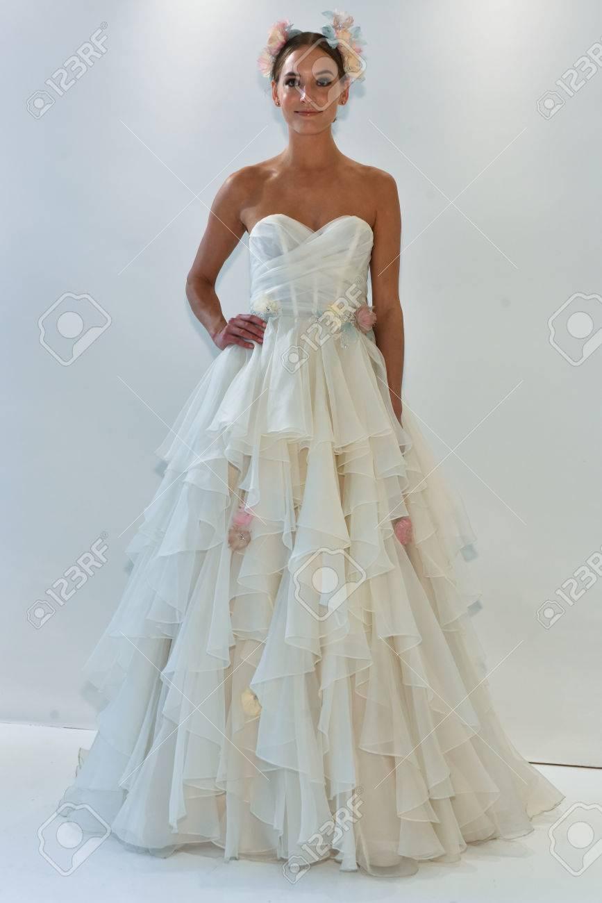 Famous Watters Short Wedding Dresses Motif - All Wedding Dresses ...