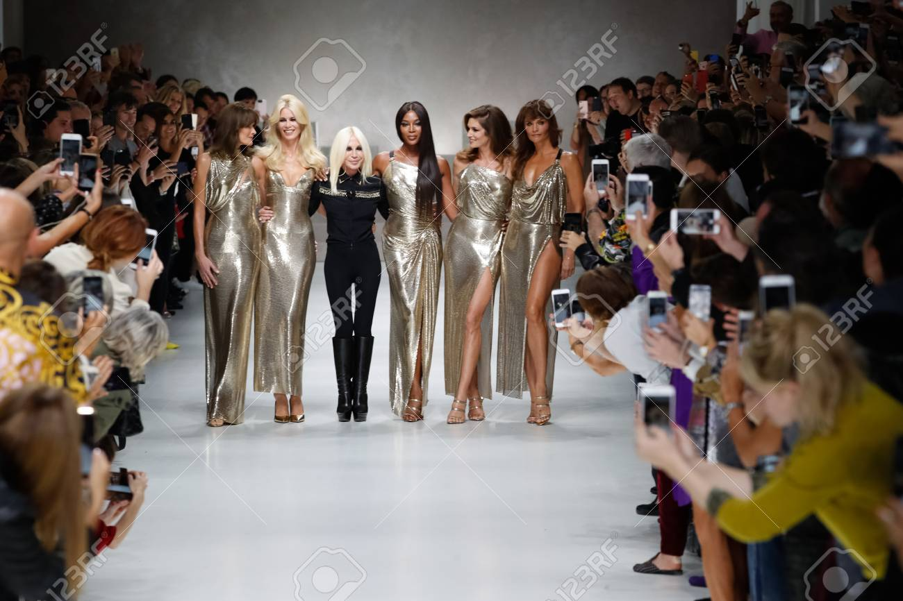 Milan Italy September 22 Carla Bruni Claudia Schiffer Naomi Stock Photo Picture And Royalty Free Image Image 113013716