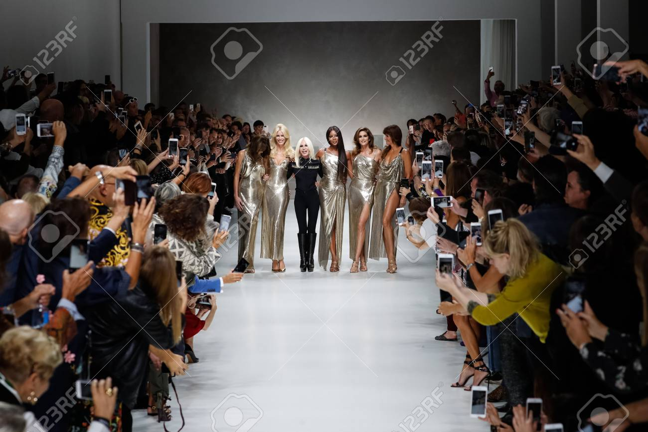 Milan Italy September 22 Carla Bruni Claudia Schiffer Naomi Stock Photo Picture And Royalty Free Image Image 113013986
