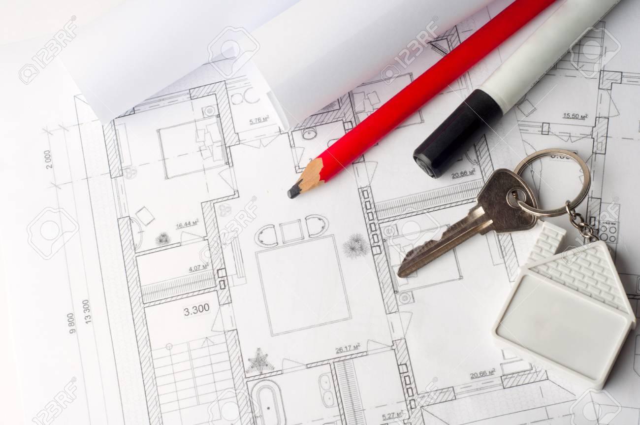 Haus-Schlüssel Auf Einem Hausplan Plan-Konzept Für Den Neuen Haus ...