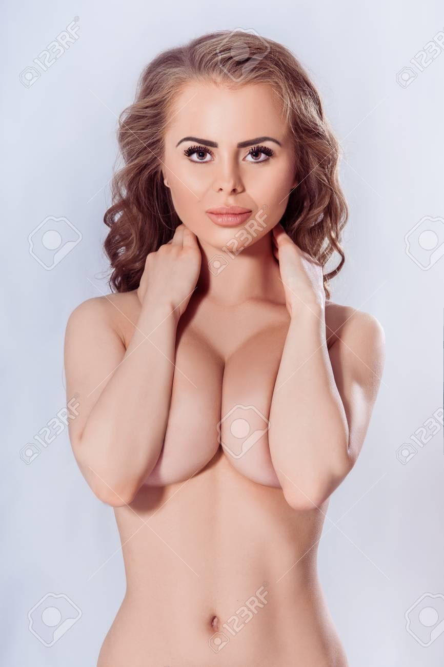 nackte girls mit implantaten