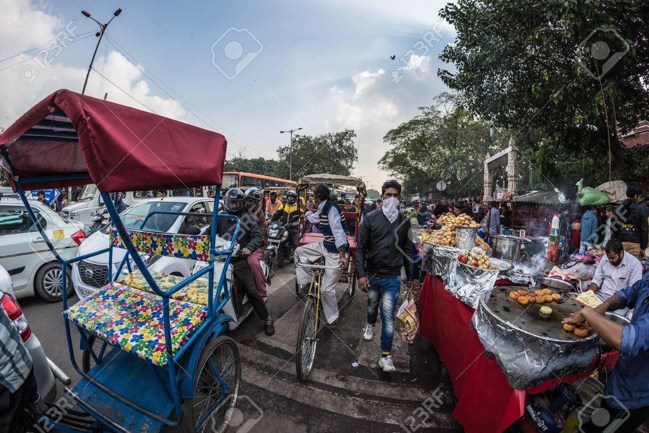 Delhi, Indien - 27. Januar 2017: Menschenmenge, Garküchen Und ...