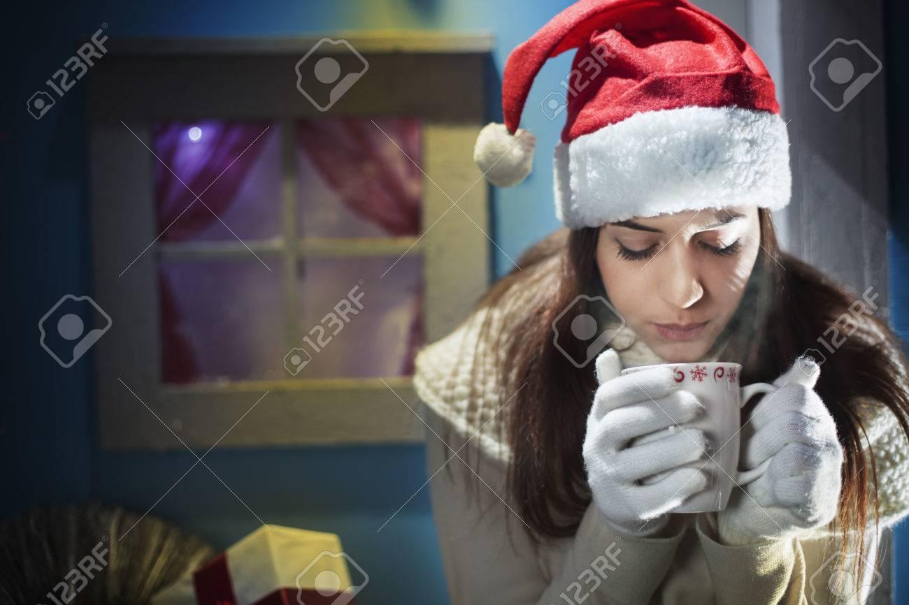 Weihnachtsnacht Mädchen Warten Auf Ihre Liebe Lizenzfreie Fotos ...
