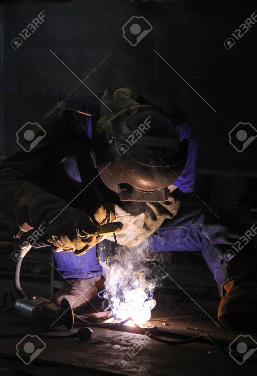 Skilled workers to work in the industry, Light of the beautifully voiced Stock Photo - 21993318
