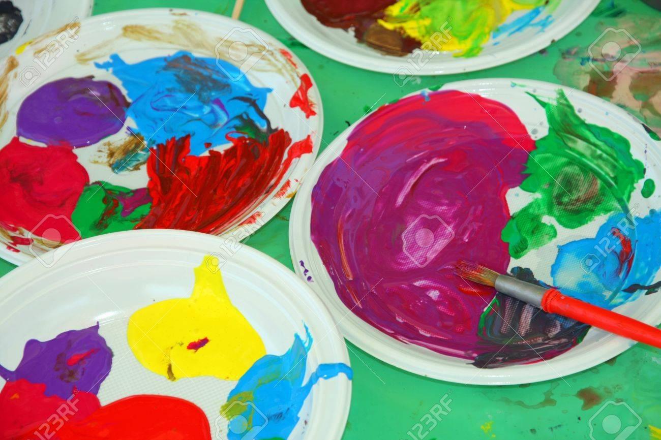 Acryl Farbpaletten In Den Kindergarten Wahrend Der Zeichnung Lektion Lizenzfreie Fotos Bilder Und Stock Fotografie Image 20202252