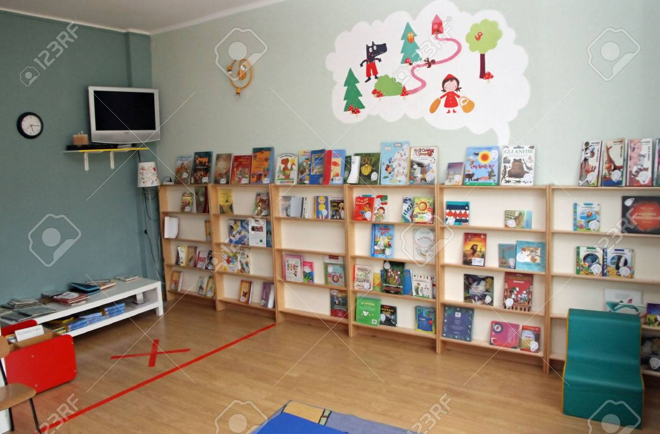 library with many books of a nursery for children Stock Photo - 23189737