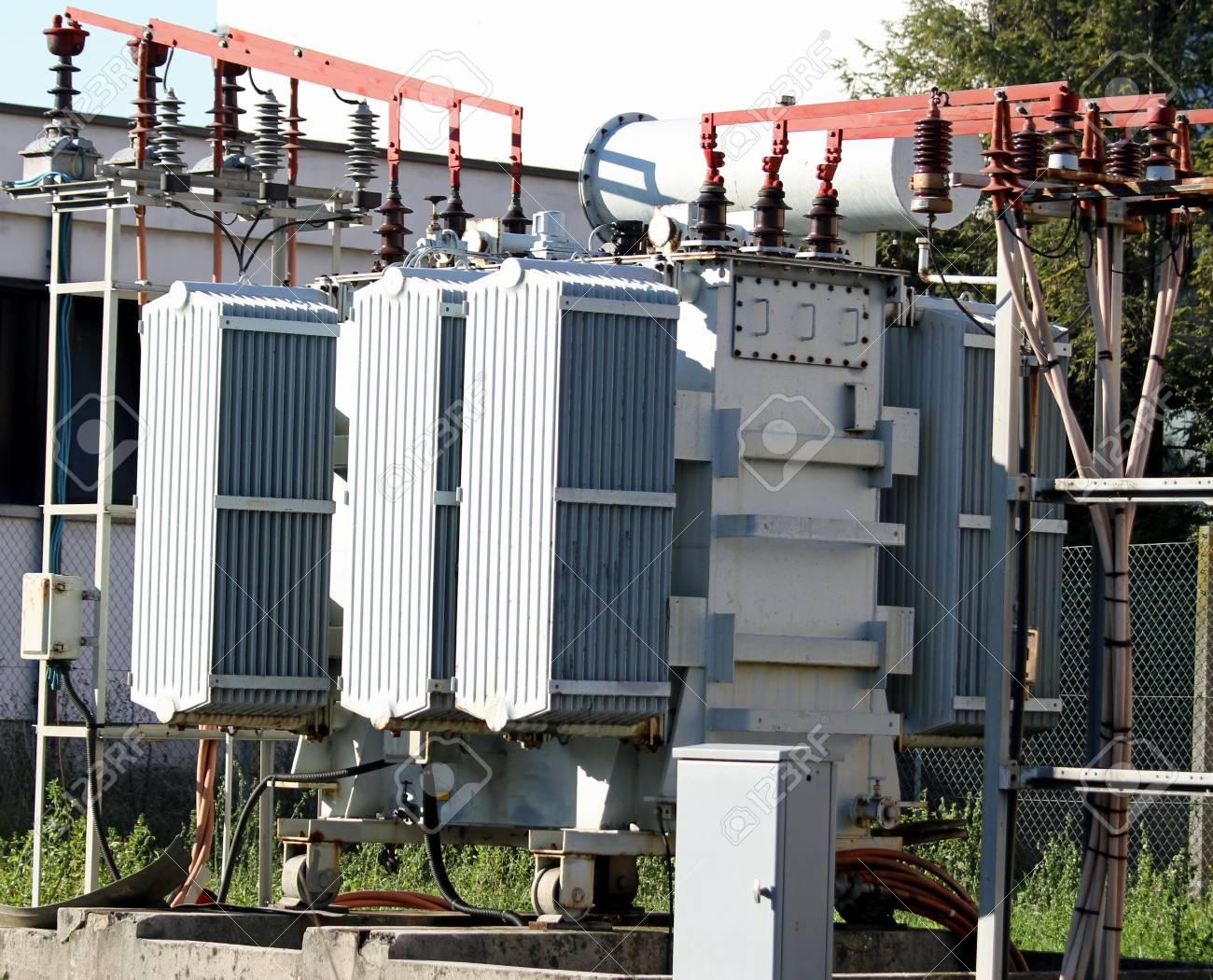 انجام پروژه های دانشجویی برق مخابرات الکترونیک کنترل قدرت رشته ارشد مهندسی برق انجام پروژه های دانشجویی برق توليد انتقال توزیع برق در نيروگاهها فضاپيماها هدايت موشكها کنترل مدار مجتمع افزاره های میکرو نانو الکترونیک آنتن پردازش سیگنال
