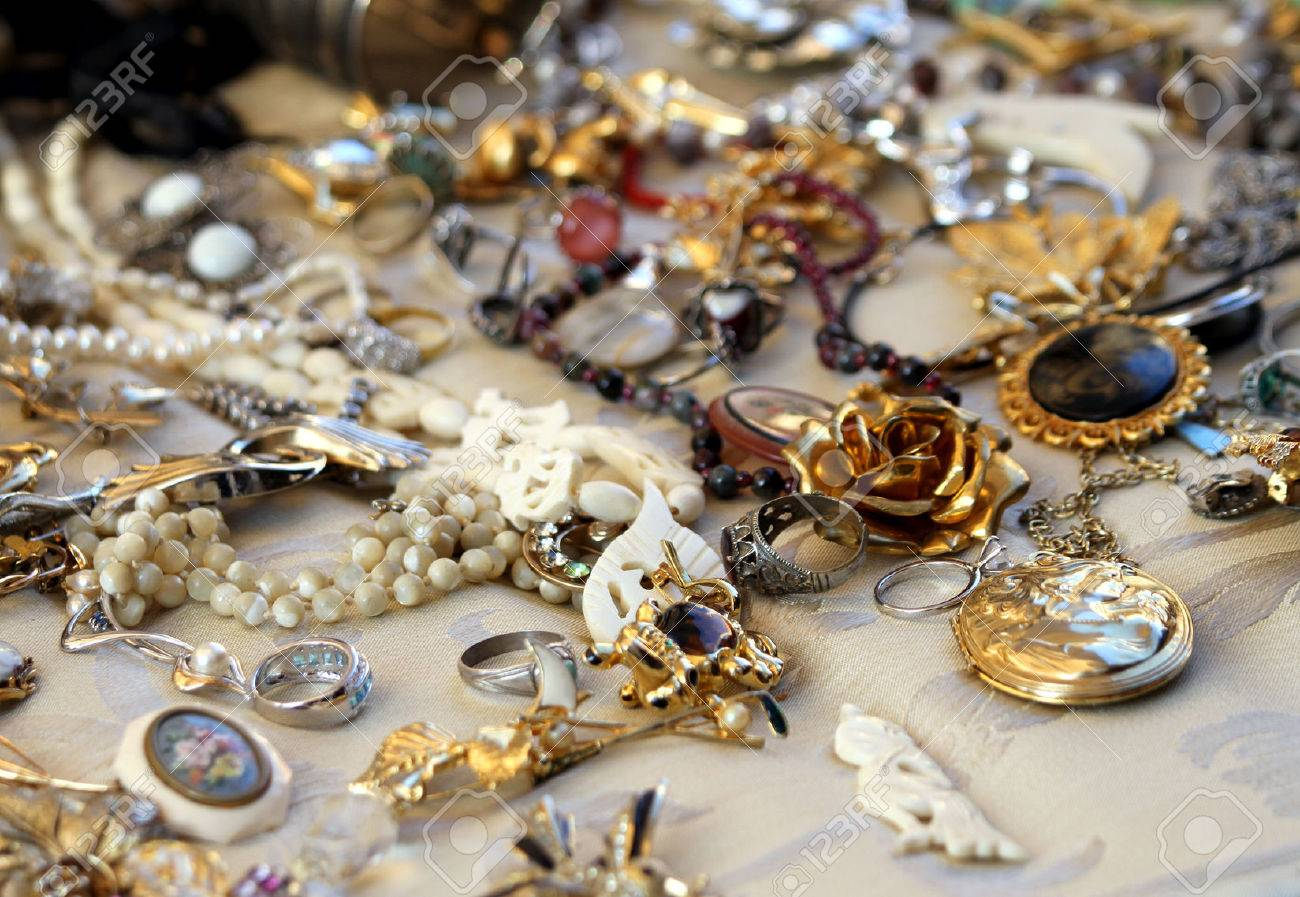 old vintage necklaces and jewelry for sale in the antique shop Stock Photo - 26237211