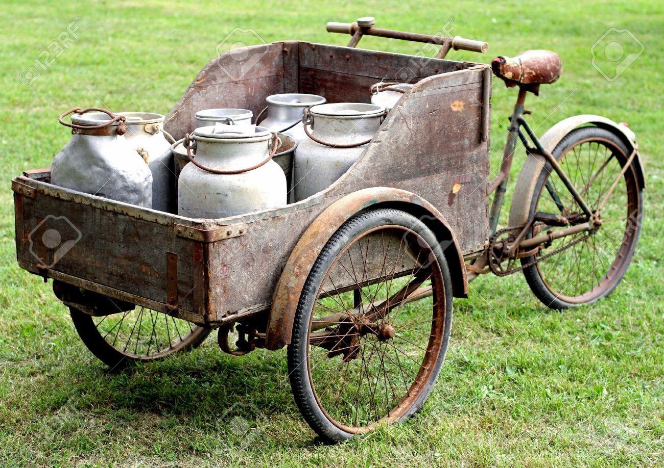 rusty old bikes of ancient milkman Stock Photo - 27384095