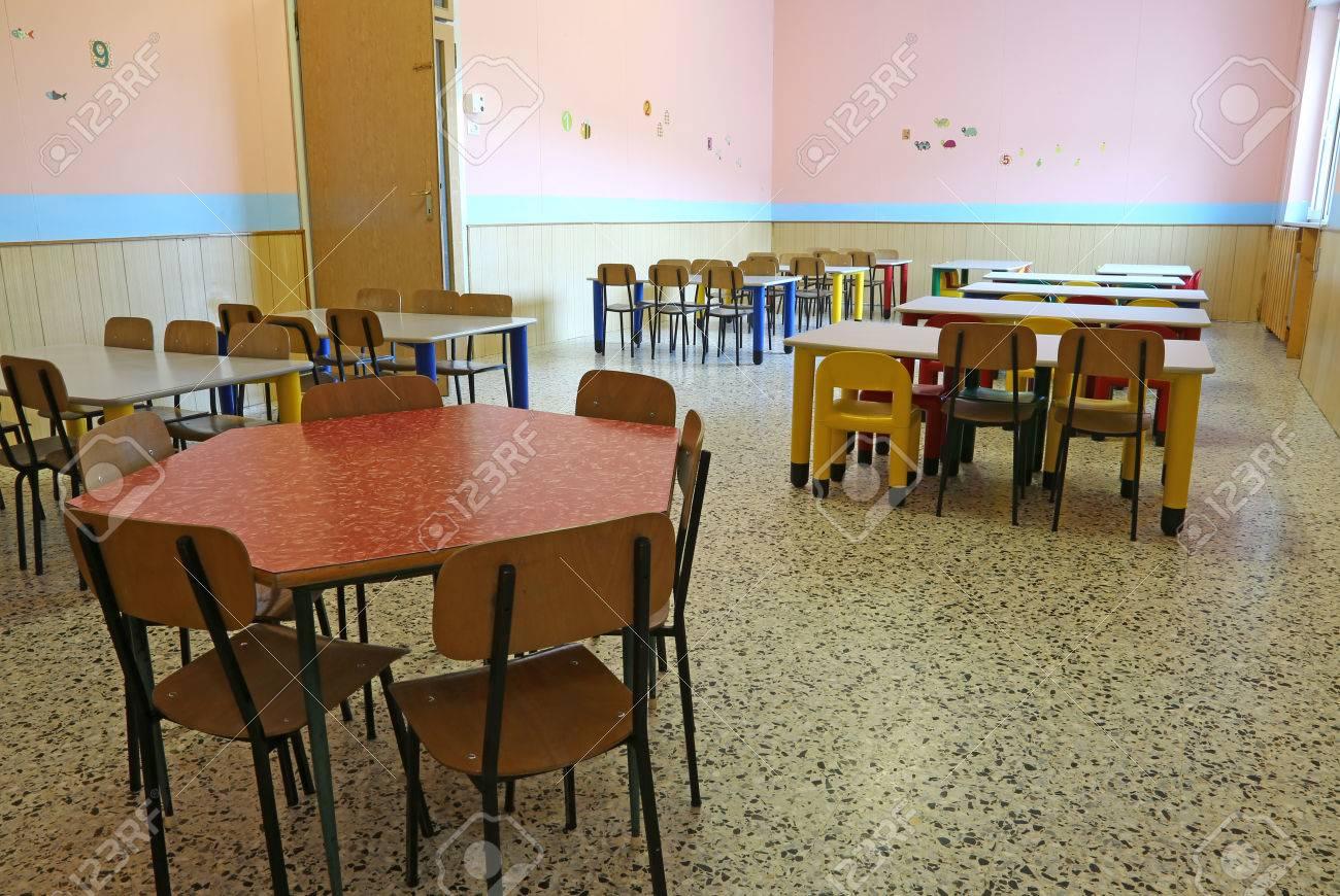 la pépinière manger tables colorées salle à de et de la Chaises petites dans P8nkO0w