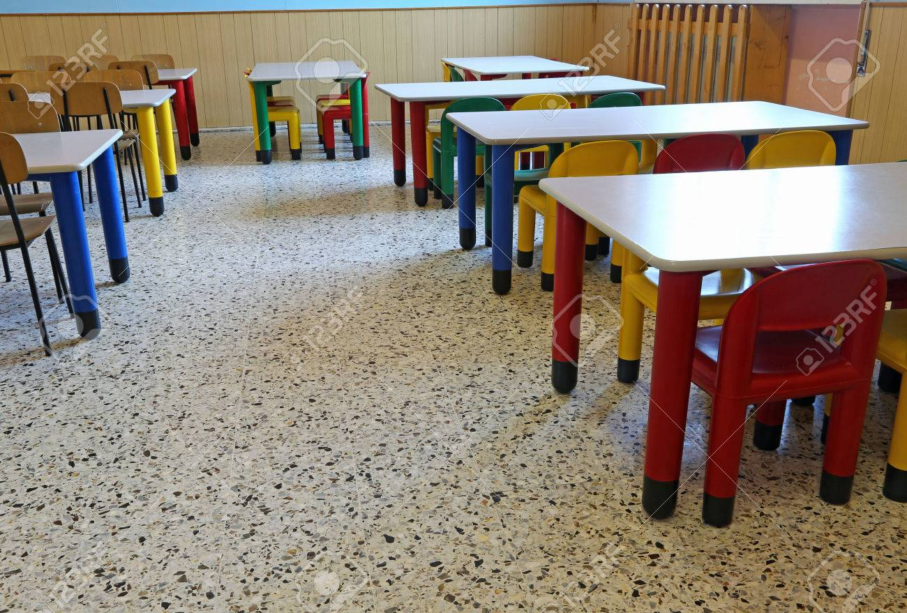 Large Dining Room Of The Nursery Canteen Without Children Banque Dimages