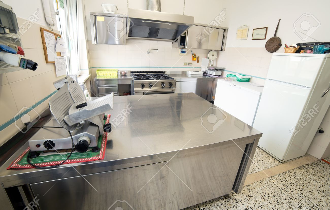 Piano Cucina Acciaio Inox. Beautiful Idee Di Cucine Moderne Con ...