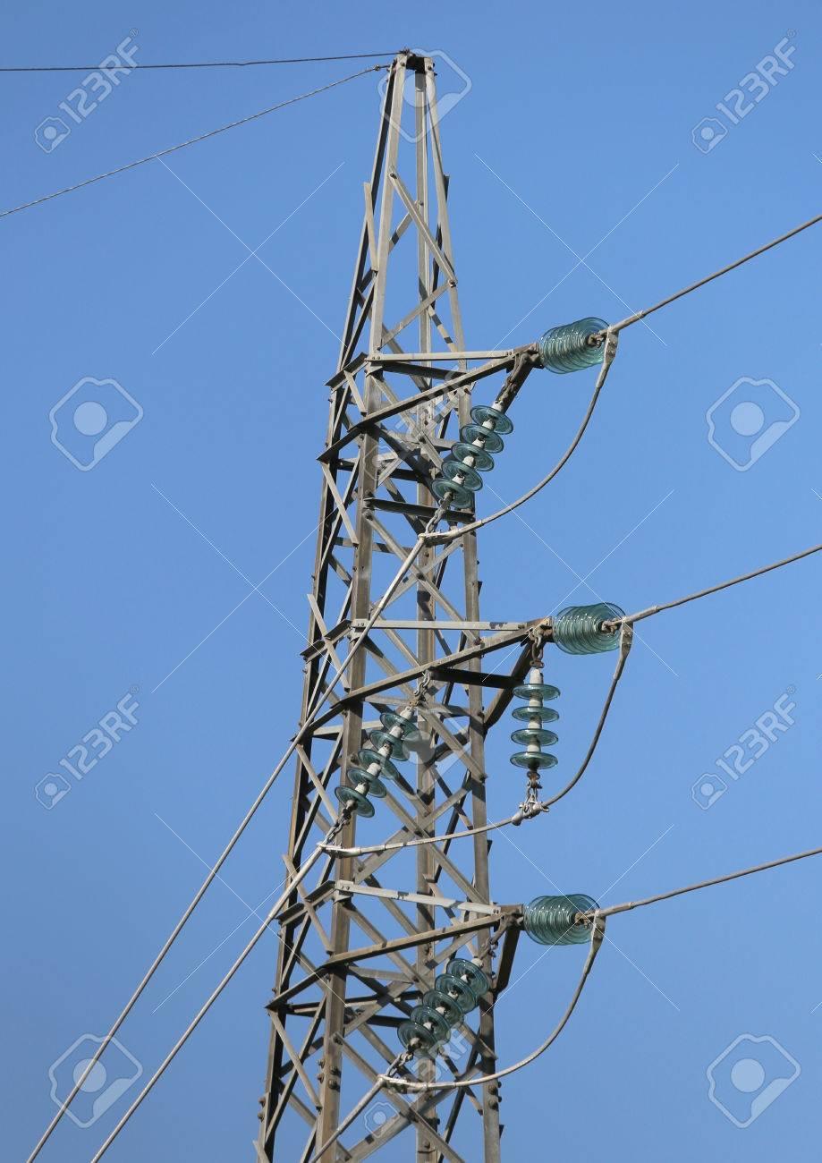Hoch Verzinktem Eisengitter Mit Hochspannungs-elektrische Drähte ...