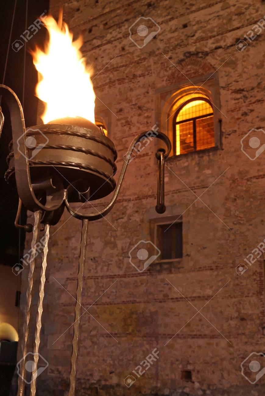 Lampe L'entrée Huile Brûler Une À Du Château Médiéval Ancienne KTlFJc31