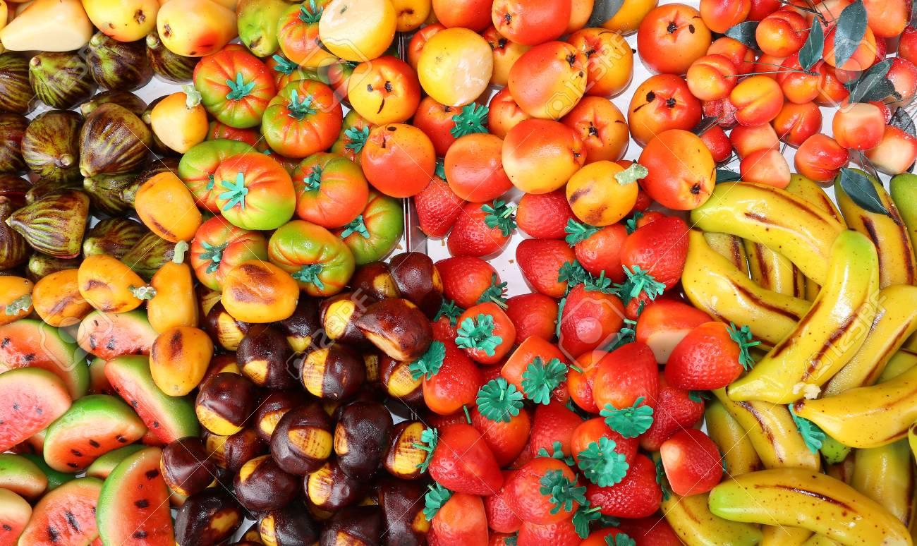 Schone Kuchen Mit Marzipan Geformt Obst Und Gemuse Lizenzfreie Fotos