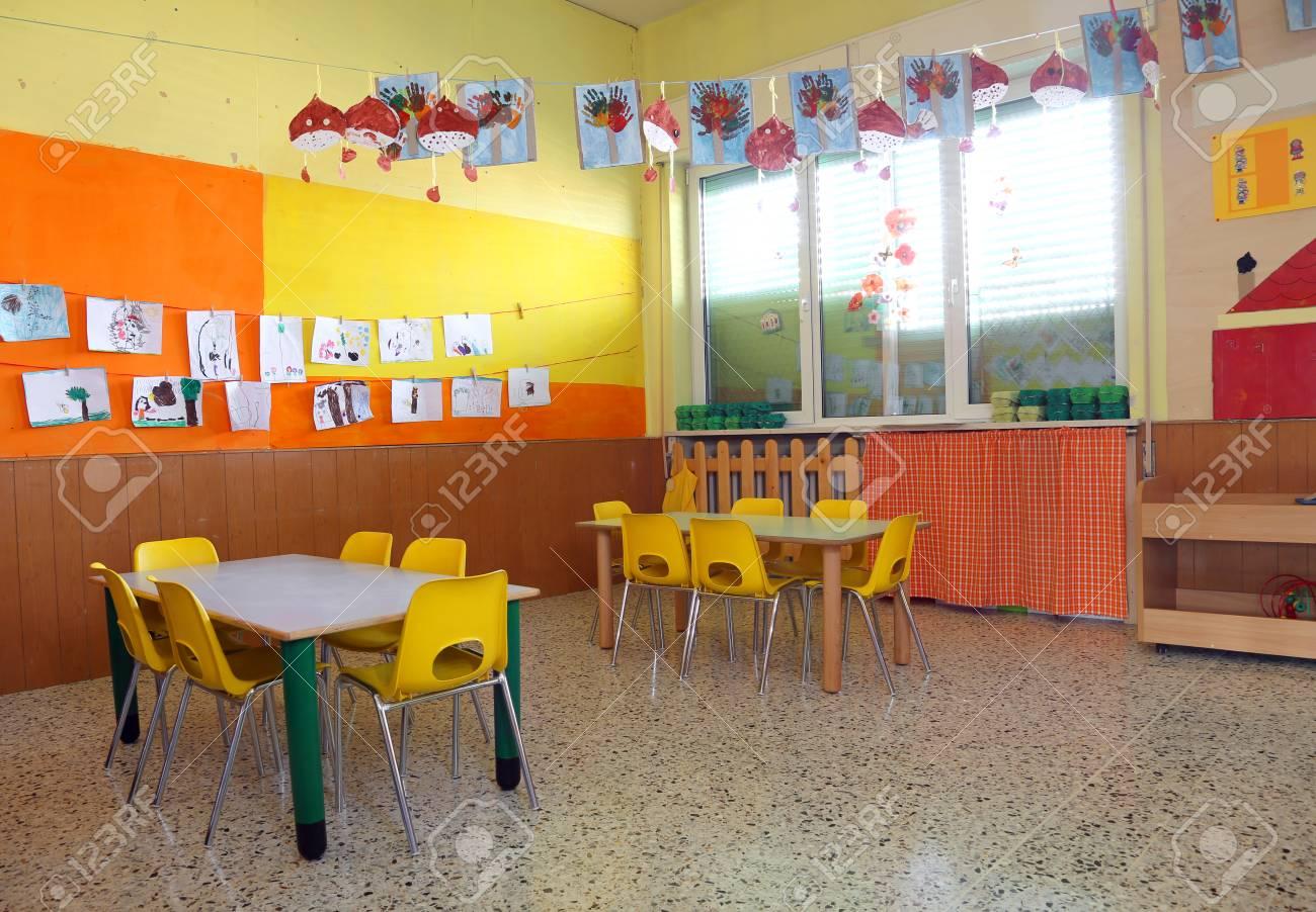 Dans Une Salle De Classe D\'un Jardin D\'enfants Sans Personnes Et ...