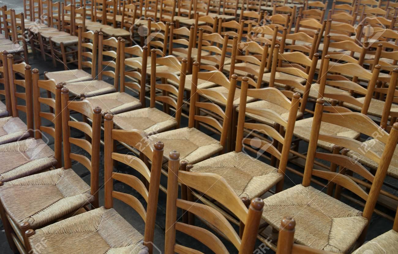 Le Sedie Vuote.Serie Di Sedie Vuote Con Sedile Di Paglia Senza Persone Prima Della Conoscenza