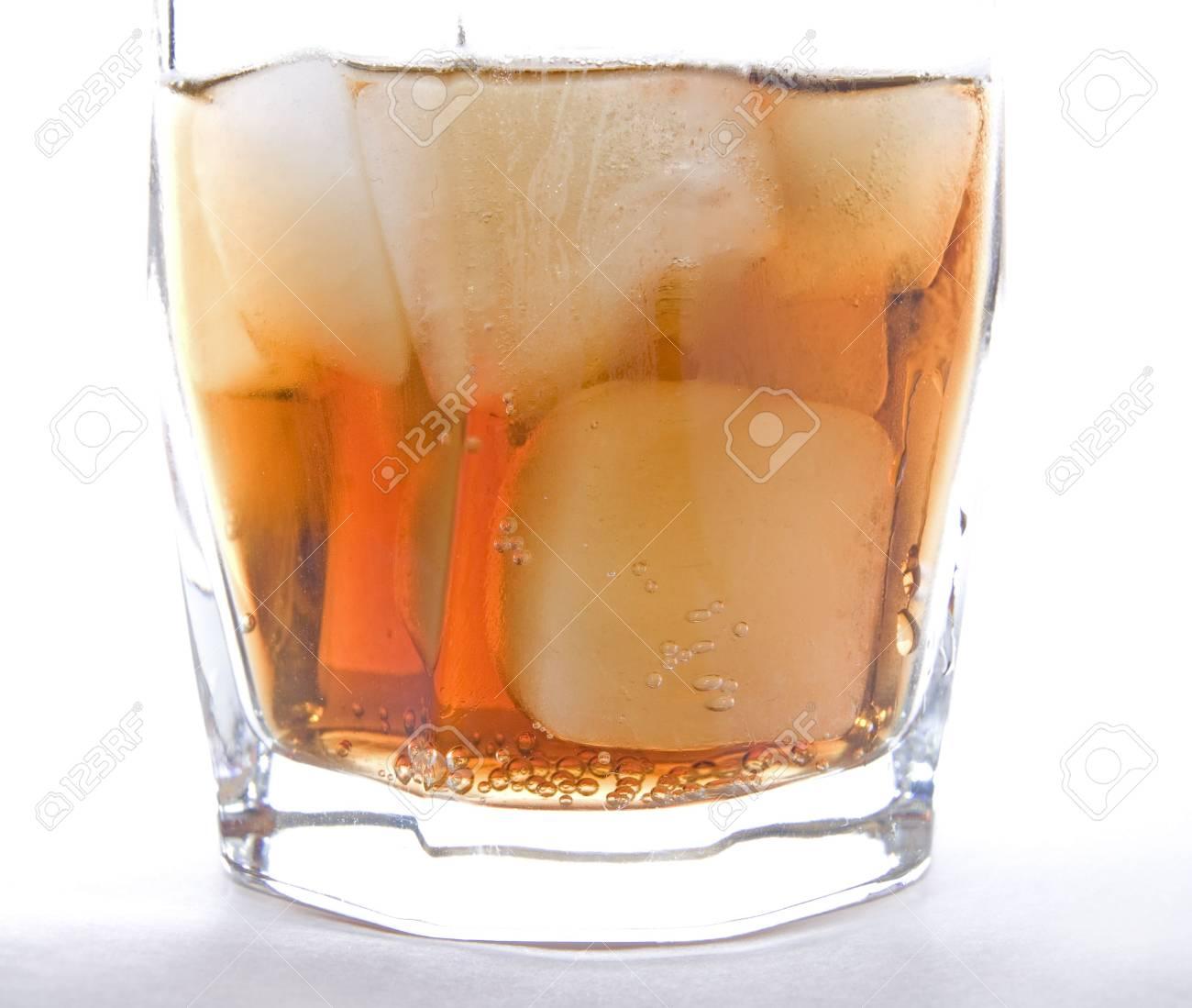 Kalte Getränke Mit Eiswürfeln Lizenzfreie Fotos, Bilder Und Stock ...