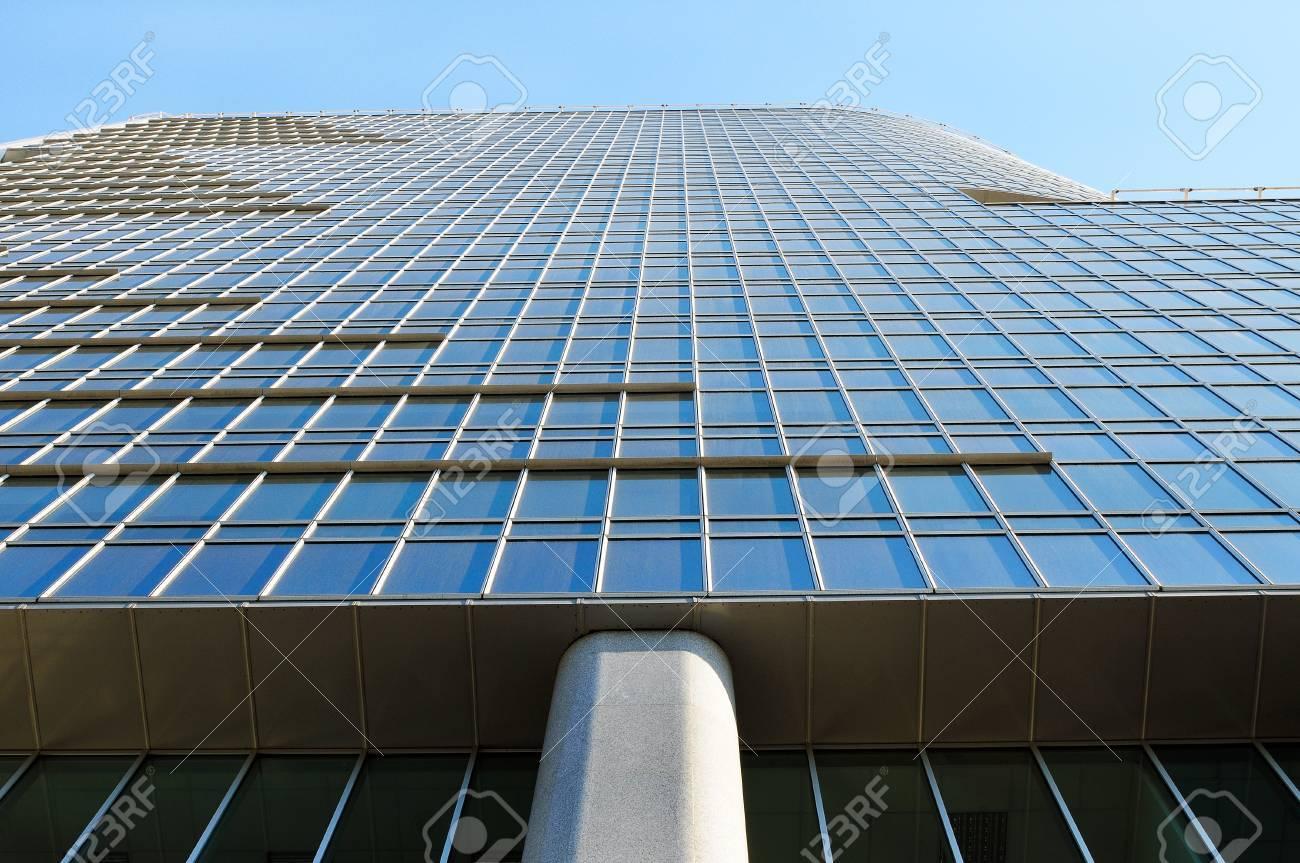 Verre immeubles de bureaux modernes u photos et plus d images de