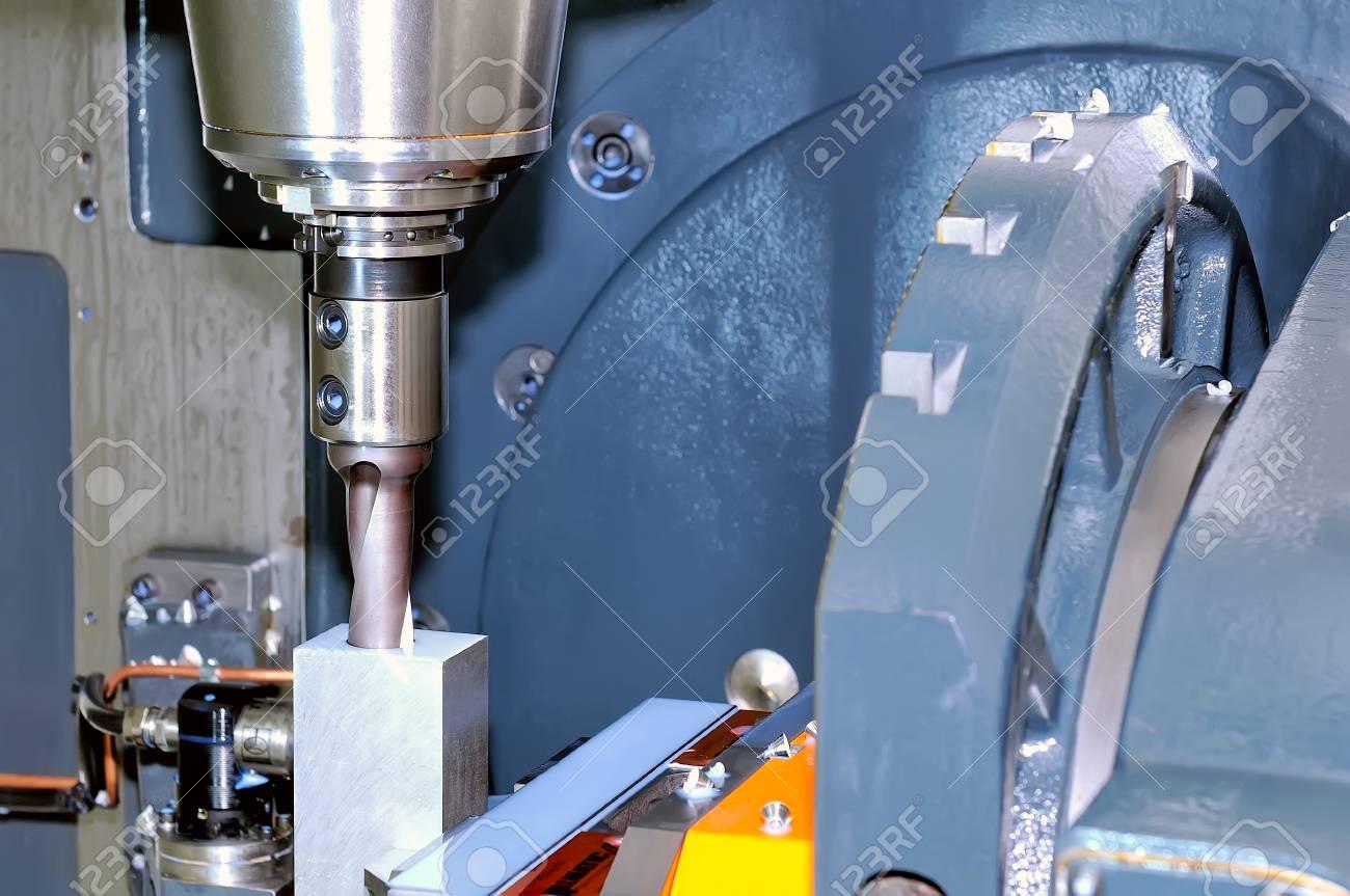 Industrial metalworking machine tool processes a metal rectangular workpiece Standard-Bild - 85159784