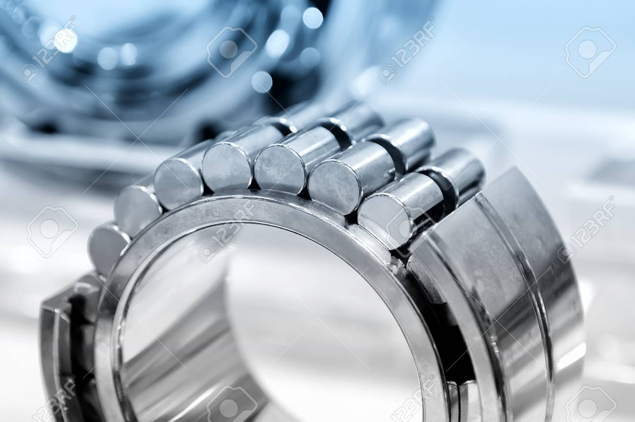 Industrial roller bearing on a light background. Blue toning. Shallow depth of field, selective focus Standard-Bild - 85410916