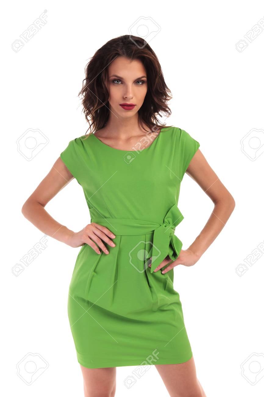 nuovo stile di vita prodotti caldi piuttosto fico Immagini Stock - Donna Sexy In Vestito Verde Che Propone Con Le ...