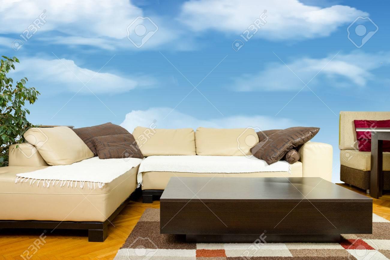 vuoto soggiorno con divano angolare, la cena-carro o tavolino ... - Soggiorno Angolare Classico