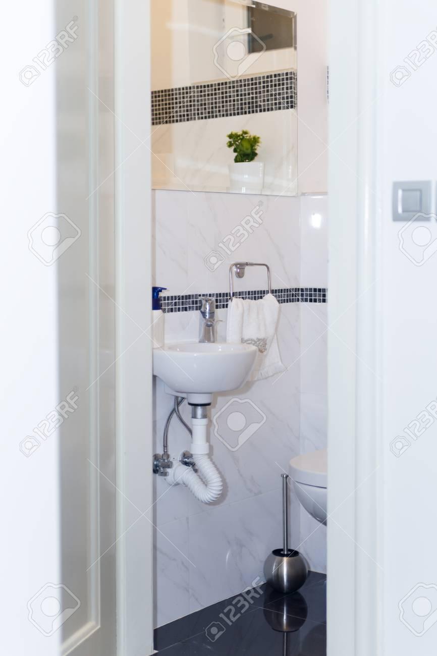 Hotel Badezimmer Waschbecken Wasserhahn Handtucher Und Badezimmer