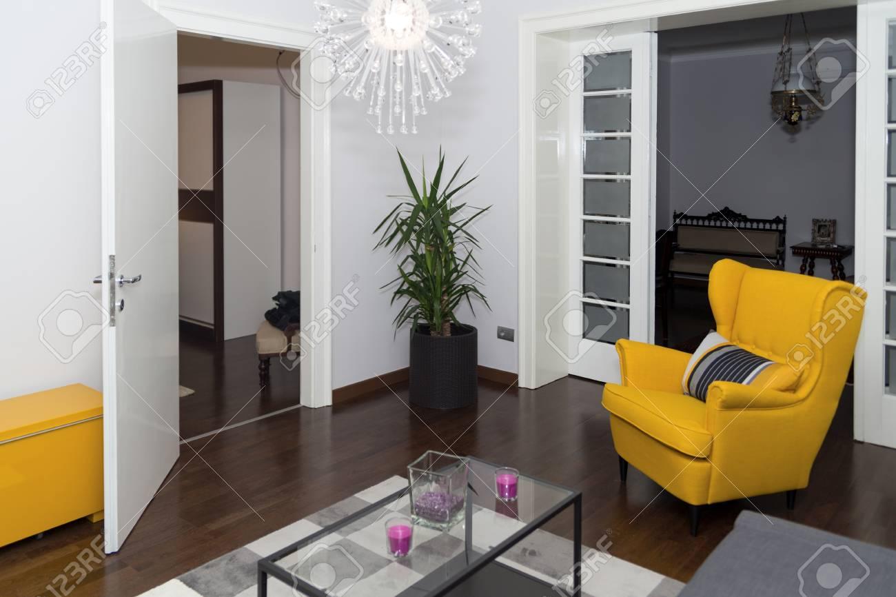 Hervorragend Modern Hotel Apartment Mit 3d Wohnzimmer Und Schlafzimmer Innen, Weiße Wände.  Luxus Wohnzimmer
