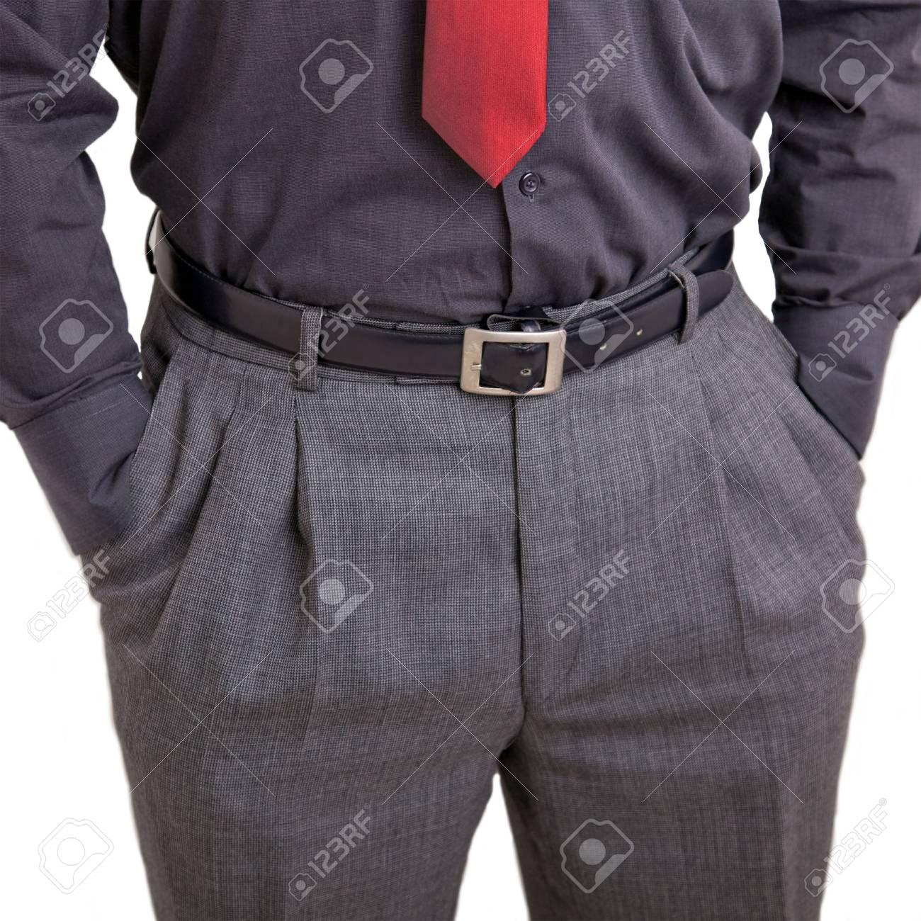 In hosentasche hände der Körpersprache Mann