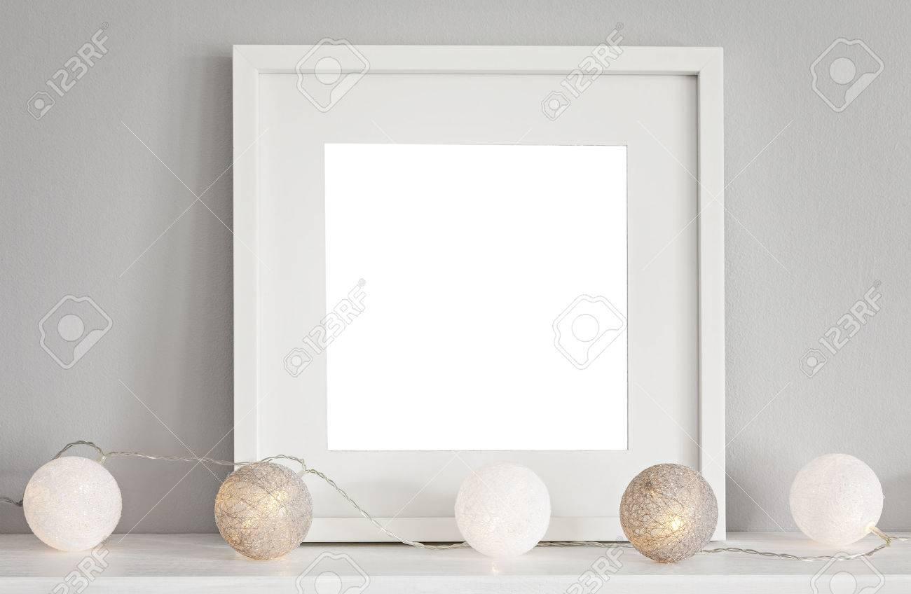 Bild Einer Mockup-Szene Mit Einem Weißen Quadratischen Rahmen Und ...