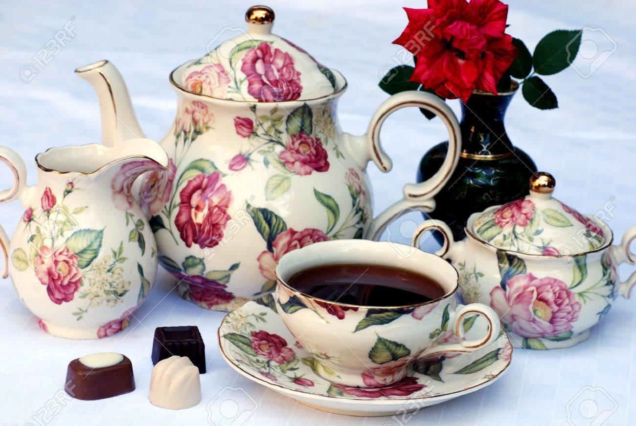 Traditionnel Thé Anglais Avec Vaisselle Floral Et De Se Concentrer ...