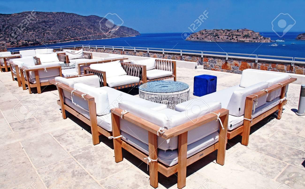 Terrasse Mit Meerblick Mit Outdoor Lounge Mobel In Einem Luxus