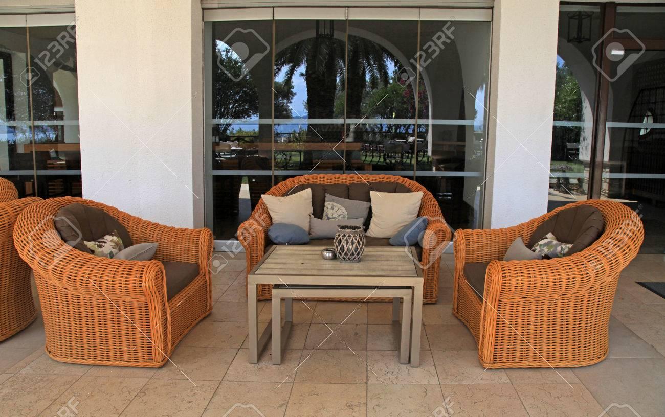 avec coussins balnéaire terrasse station d'été la de rotin canapéfauteuils Belle confort et rdoCxBe
