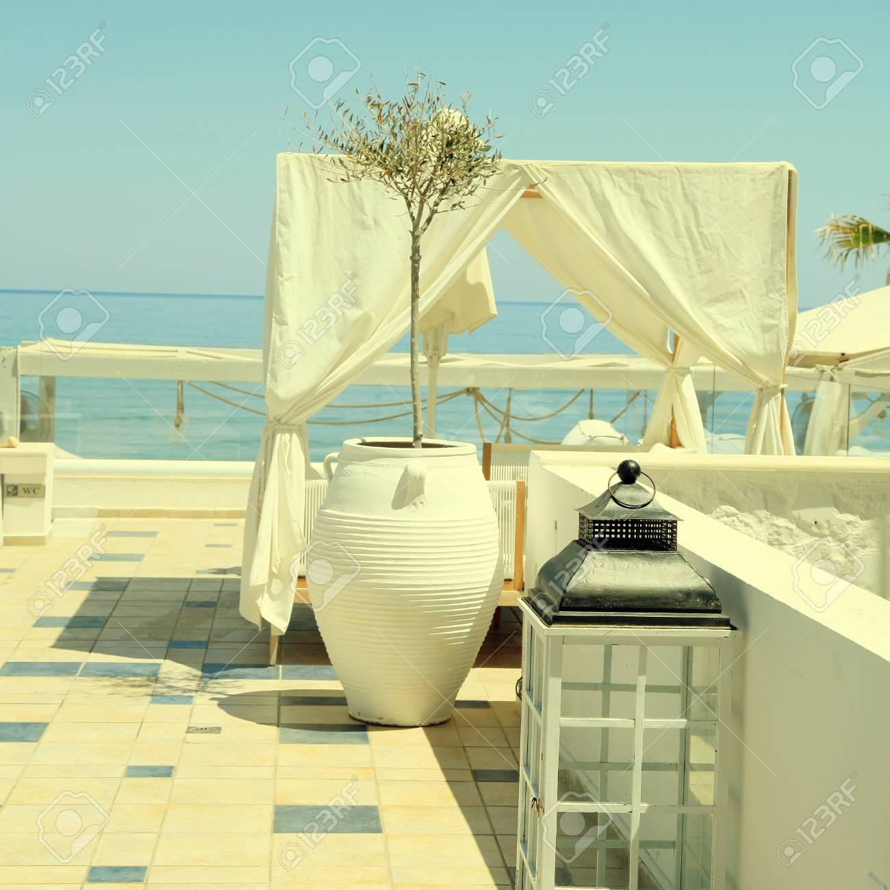 Terrasse Romantique Patio De La Station Balneaire Avec Mobilier De