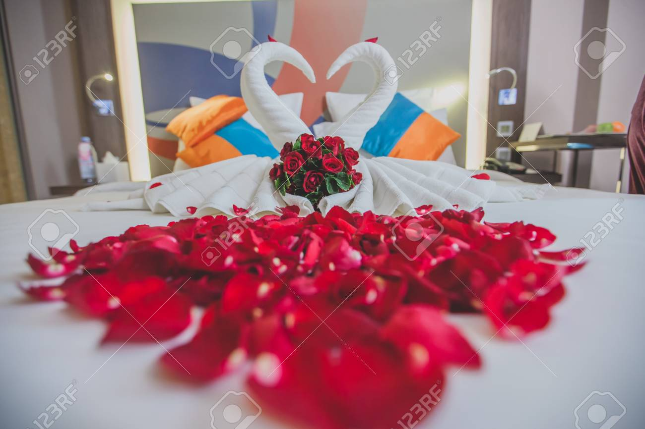 Honeymoon Bed Look Like Heart Shape With Rose Petals For Lover In The White
