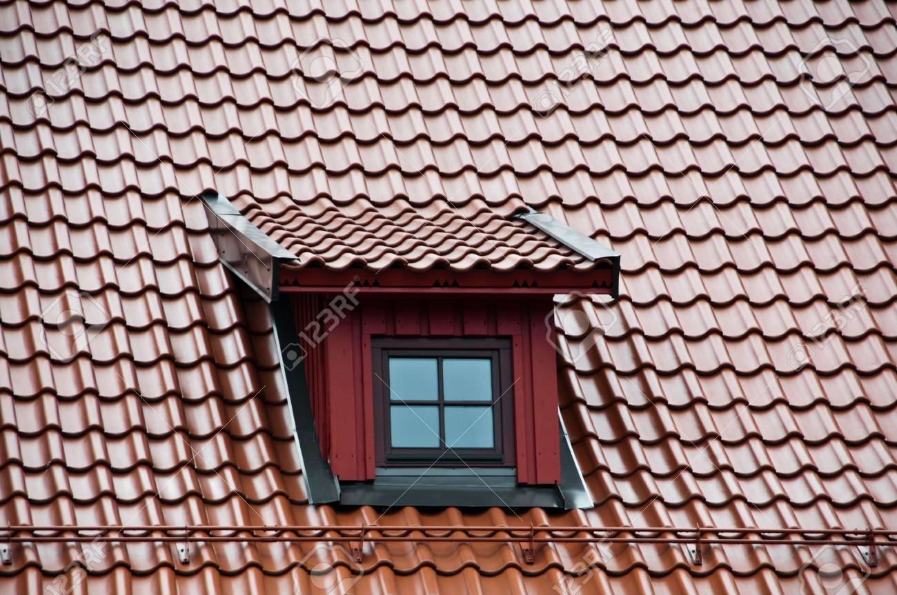 Roof with ceramic tiles intensyve dark red colour Stock Photo - 5257018