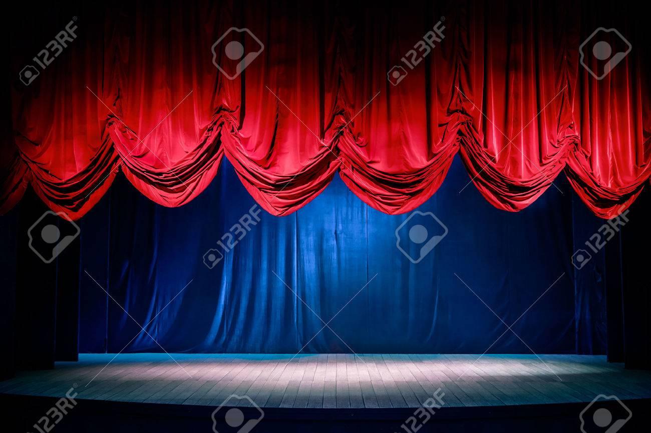 Théâtre Rideau Et Scène Avec éclairage Dramatique Banque D\'Images Et ...
