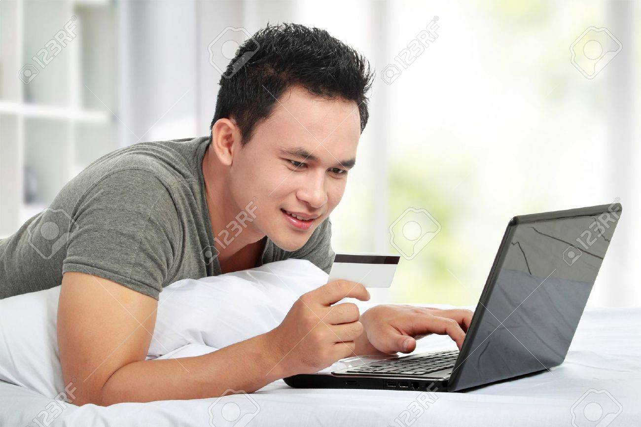 man purchasing product online, using credit card to pay Stock Photo - 12809779