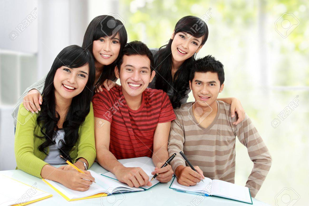 Group of students smiling and looking at camera in a classroom Stock Photo - 16165594