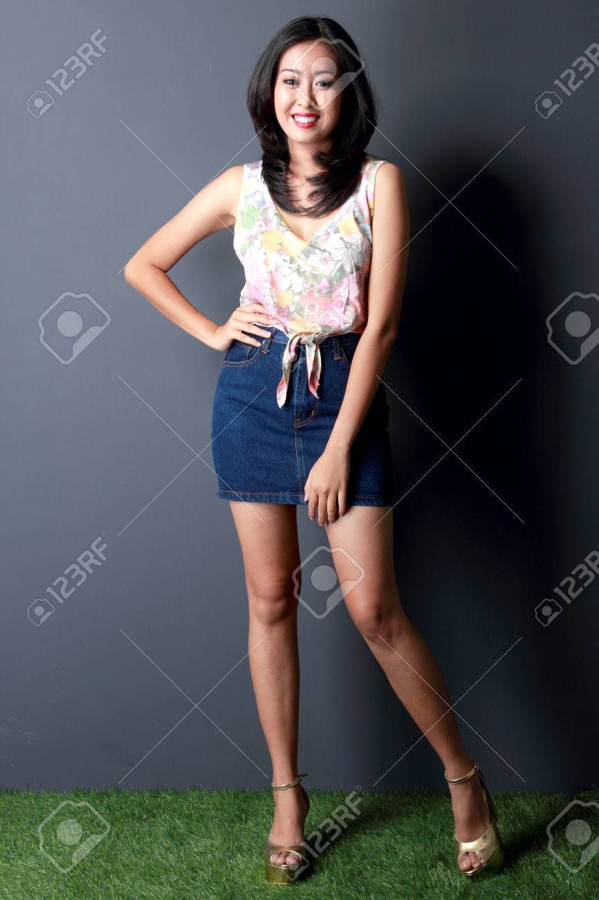 portrait of fashionable young beaty woman - 37560378
