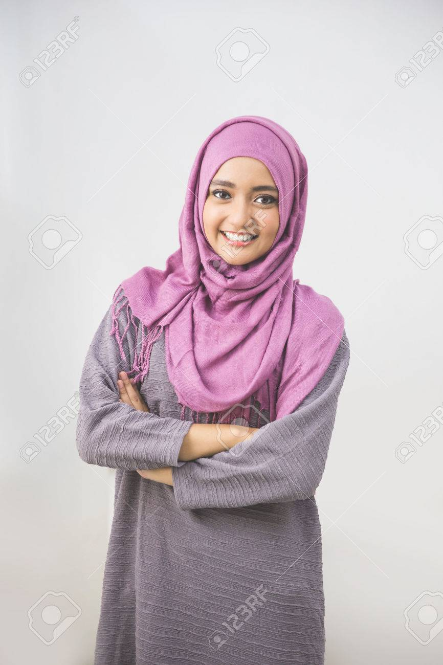 Young asian muslim woman in head scarf smile with arms crossed Stock Photo - 54702951