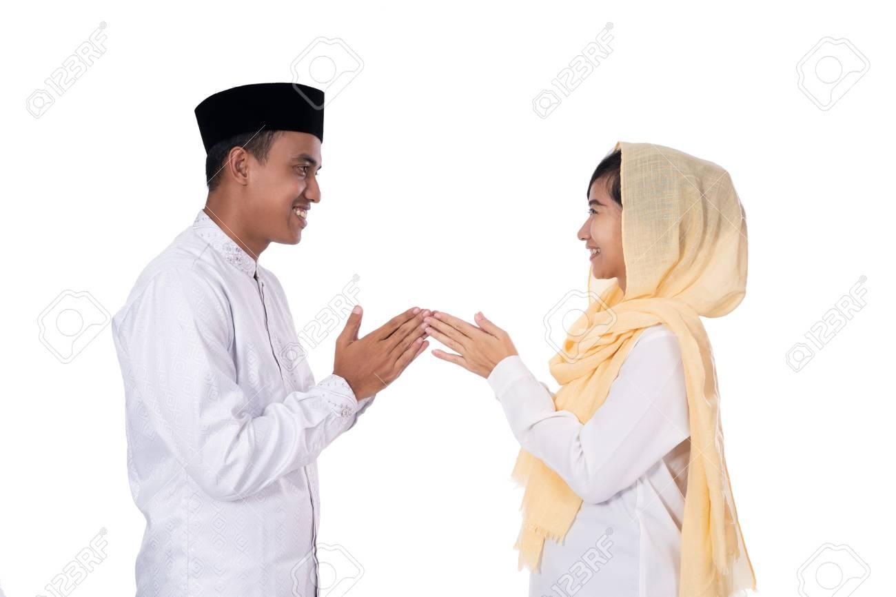 muslim asian people forgiving - 121641422