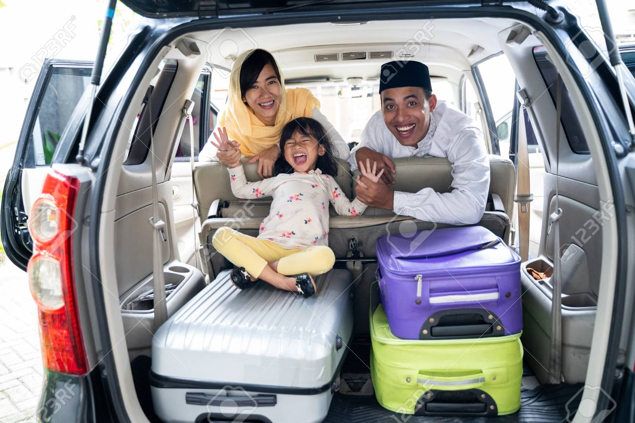 muslim family with suitcase traveling - 121641684