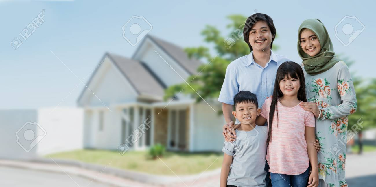 asian muslim family travelling concept - 123430481