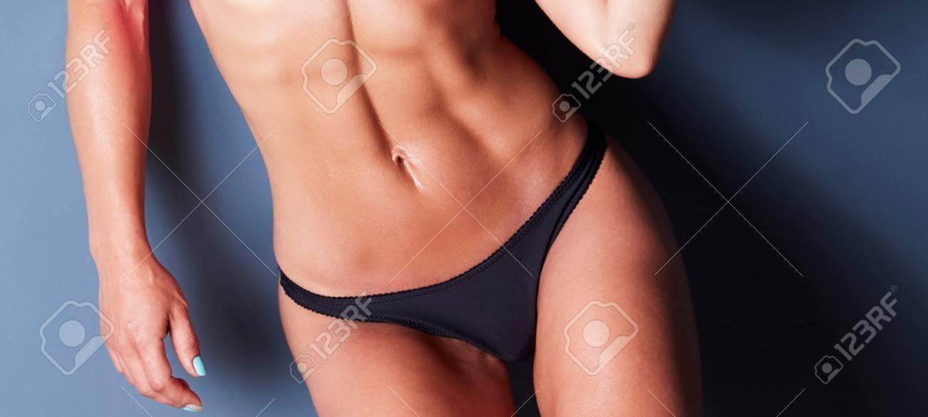 Cerca De Los Músculos Abdominales Femeninos Fotos, Retratos ...