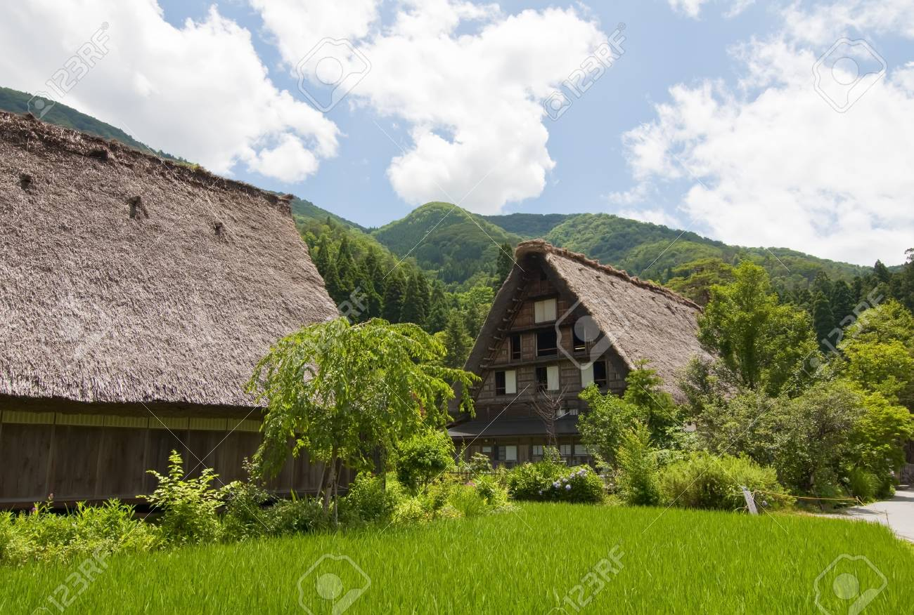 Typical house in the Japanese Alps Stock Photo - 11596909